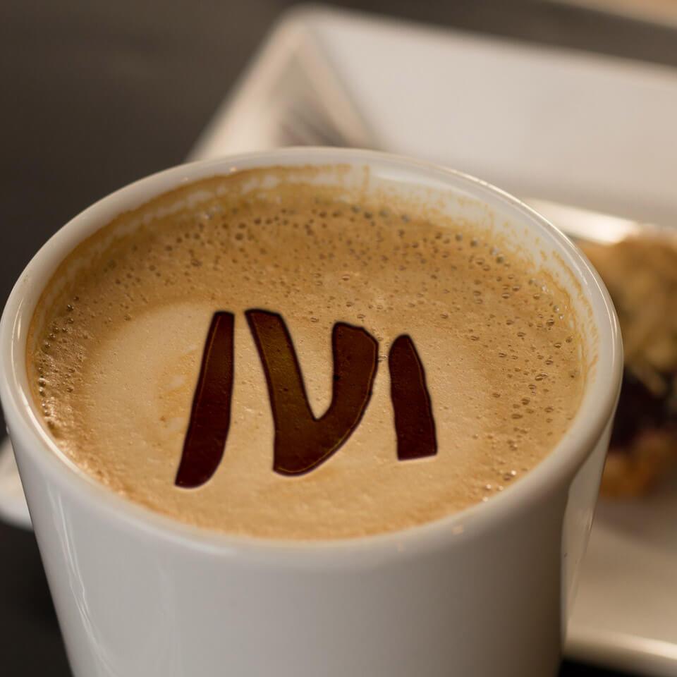 Fotobewerking, logo in kop koffie